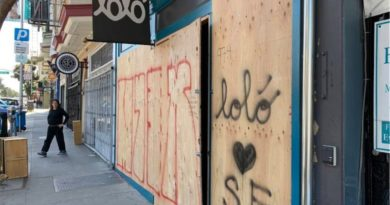 San Francisco lockdown: Mission District restaurants and boutiques board up windows in fear
